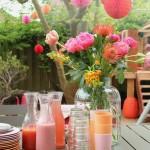 Tafelversiering met bohemian touch: bloemen op tafel